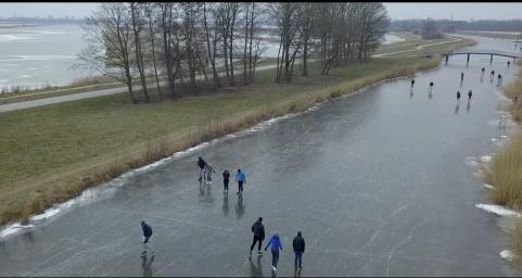 Schaatsen op natuurijs | Drone filmpje